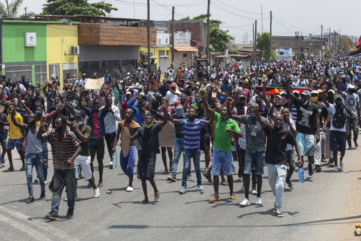 Young Angolans protest for better living conditions in the capital Luanda in 2020. EFE-EPA