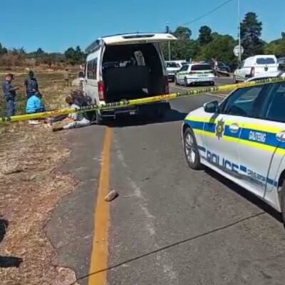 Swift response by Gauteng Serious and Violent Crimes Unit and other law enforcement agencies today led to the arrest of 8 courier vehicle robbery suspects. Stolen property and unlicensed firearms recovered #TrioCrimes #PartnershipPolicing. Source: SAPS