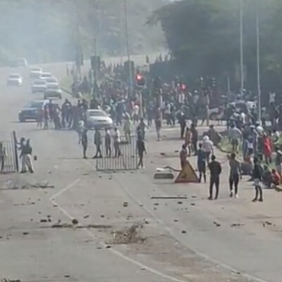 Scenes of violence during the recent riots in KZN. Source: screenshot.